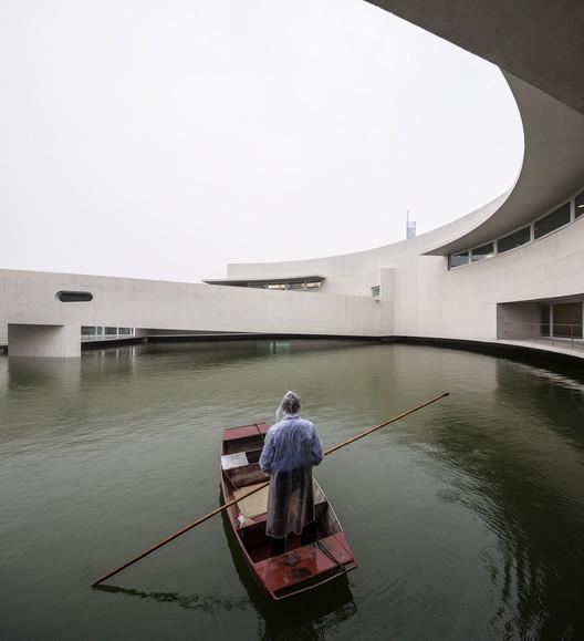 Здание на воде.  © Fernando Guerra |  FG + SG