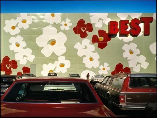 Лучший выставочный зал, Лангхорн, Пенсильвания.  Изображение © Tom Bernard