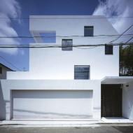 Дом японский коттедж квадратный с белыми стенами