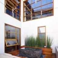 Небольшой коттедж с внутренним зеленым двориком. Удачный проект использование маленького участка.