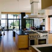 Современная просторная кухня