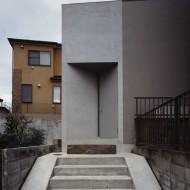 Лестница и вход в современный японский коттедж