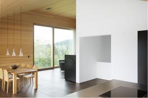 Небольшой коттедж внутренняя отделка. Сочетание цвета натурального дерева с белыми стенами.