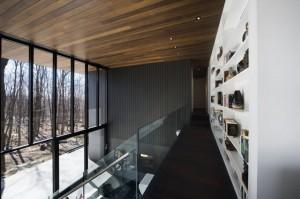 Зал высотой в два этажа. Вид с галереи