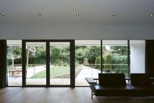 Дизайн интерьеров современного коттеджа. Гостинная зал на первом этаже