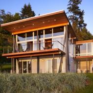 Мини дом на склоне берега озера фасад фото с сайта http://www.ecotectura.ru/ строительство и архитектура коттеджей.