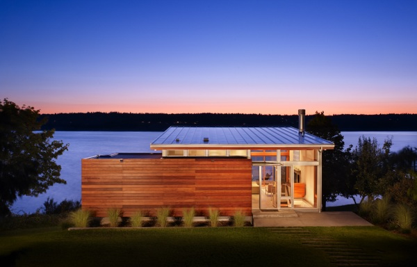 Небольшой дом мини коттедж на берегу озера фото с сайта http://www.ecotectura.ru/ строительство и архитектура коттеджей.
