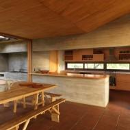 Кухня совмещенная со столовой в коттедже