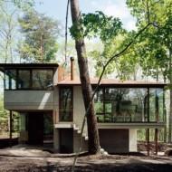 Оригинальный проект небольшого дома на природе
