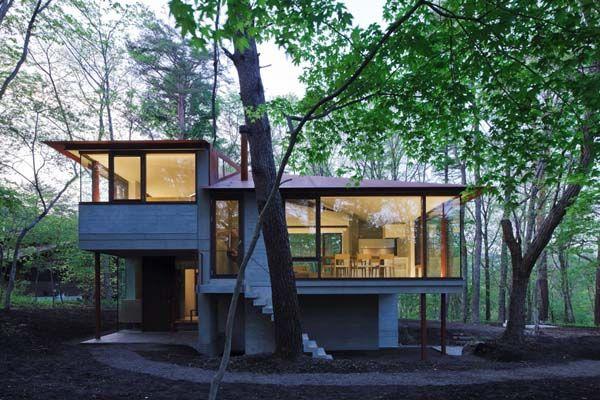 Небольшой коттедж в лесу спроектированный в японском стиле