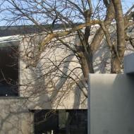 Внешние стены дома выполнены из бетона