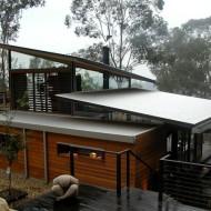 Проект: небольшой коттедж с наклонными крышами