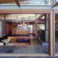 Светлые и просторные помещения в современном коттедже