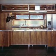 Отдельно стоящая кухня. Дизайн интерьеров коттеджа