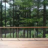 Открытая терраса в коттедже с видом на лес и озеро