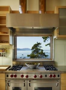 Дизайн кухни в коттедже