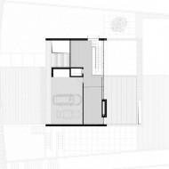 План первого этажа коттеджа с гаражом