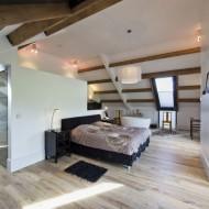 Спальня на втором этаже коттеджа