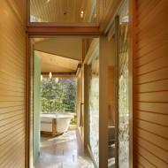 Коридор и ванная комната. Дизайн интерьера коттеджа