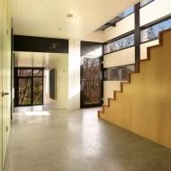 Проект коттеджа с просторными и открытыми помещениями
