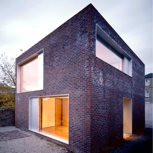 2-этажный коттедж кубической формы в Дублине 2006 года постройки