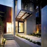 Проект городского дома. Внутренний дворик от входа до ограды