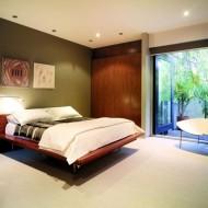 Планировка просторной спальни в городском коттедже