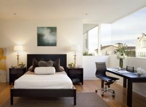 Спальня и рабочий кабинет на третьем этаже коттеджа