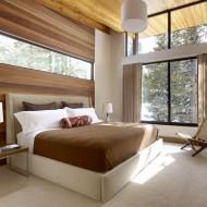 Дизайн интерьера спальни на втором этаже коттеджа