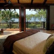 Спальня в этническом стиле; дизайн интерьера коттеджа