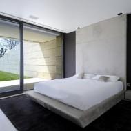 Спальня в черно-белой гамме; интерьеры коттеджей