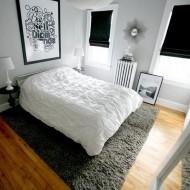 Черно-белая гамма в дизайне спальни в коттедже