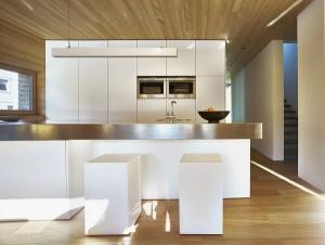 Пример удачного дизайна кухни в коттедже