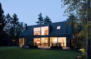 Современный коттедж с традиционной крышей