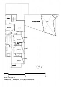 Расположение комнат на первом этаже коттеджа