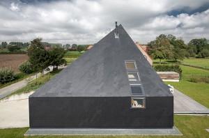 Крыша плавно переходящая в стены