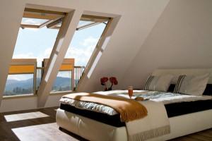 Окна в наклонной крыше, при открывании превращаются в мини-террасу