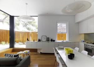 Кухня объединенная со столовой в городском доме