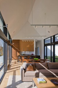 Просторная светлая гостиная в частном доме
